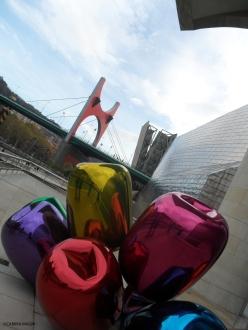 Bilbao_Guggenheim, Koons' Tulips