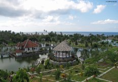 Ujung floating palace