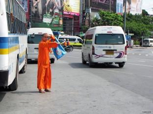 Autostopping monk, Bangkok