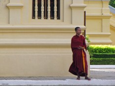 Waiting monk, Phnom Penh Royal Palace, Cambodia