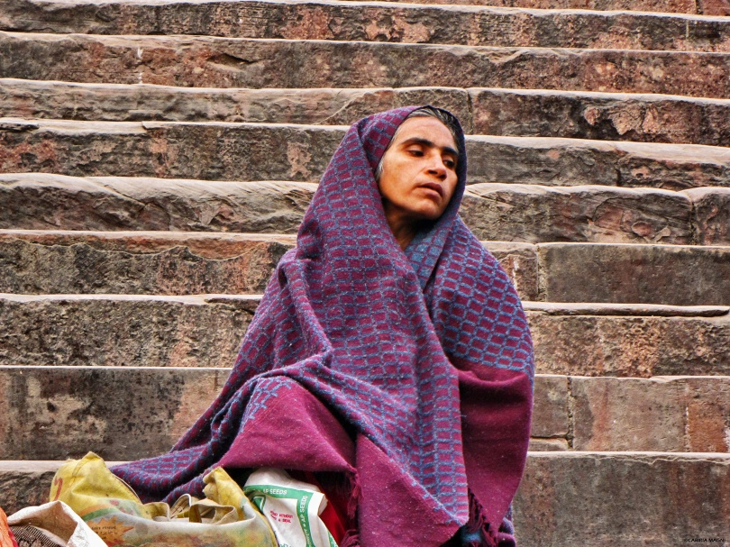woman on the stairs mosque delhi