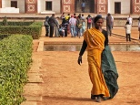 delhi woman sari