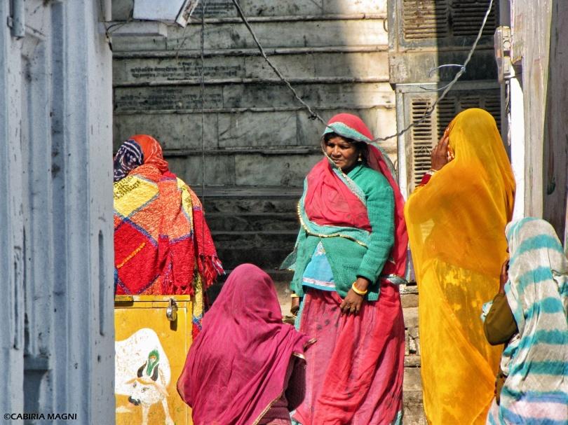 sari women india