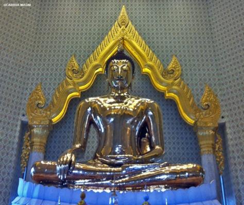 bhumisparsa mudra golden buddha