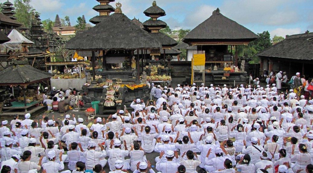ceremony in pura besakih