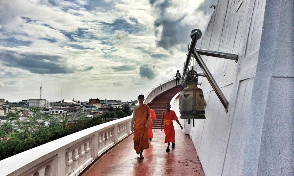 Monaci al Wat Saket, Bangkok