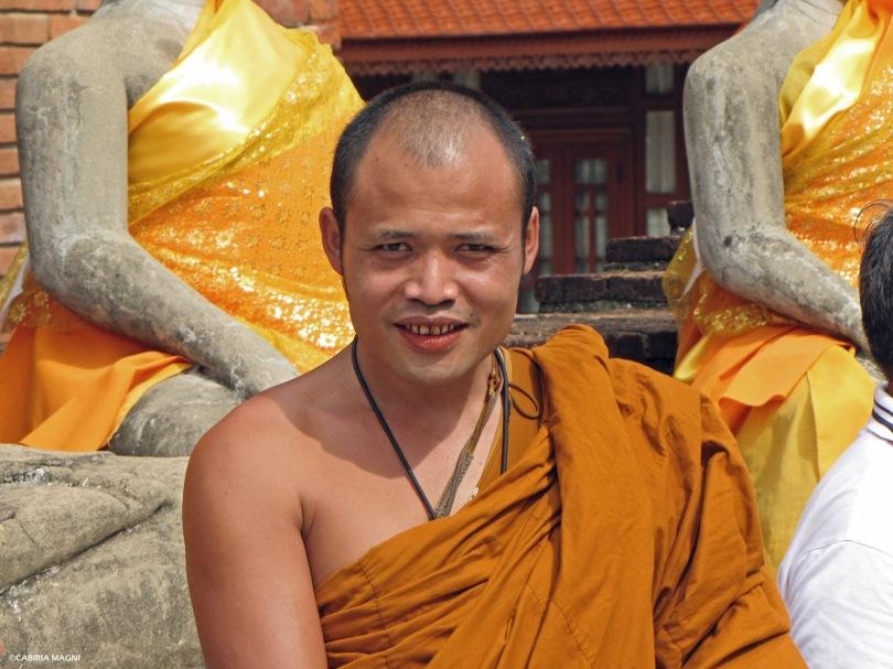 Ayutthaya, monaco al Wat Yai Chai Mongkol. Thailandia, Cabiria Magni