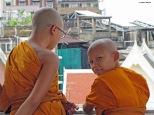 Bangkok, monaci al Wat Traimit. Cabiria Magni, Thailandia