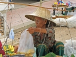 Sukhothai, fuori dal Wat Mahathat. Cabiria Magni, Thailandia
