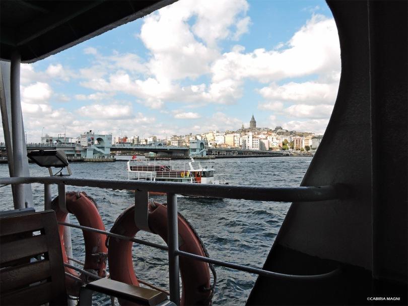La torre di Galata vista dal traghetto per Uskudar Cabiria Magni Istanbul