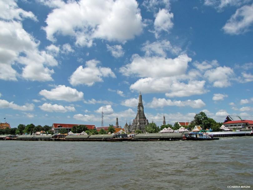 Il Wat Arun visto dal Chao Praya. Bangkok Cabiria Magni