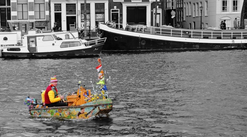 Navigare sui canali ad Amsterdam. Cabiria Magni