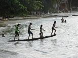 Las Cabañas, giochi sulla spiaggia, Filippine