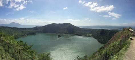 Vulcano Taal, panoramica del cratere. Filippine