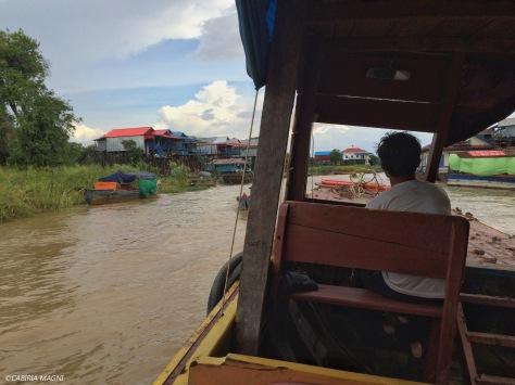 In barca verso Kampong Phluk. Cambogia