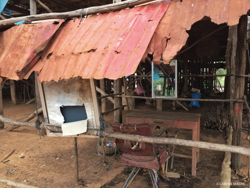 Kampong Phluk, il barbiere. Cabiria Magni