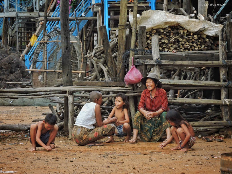 Kampong Phluk, scene di vita quotidiana. Cabiria Magni