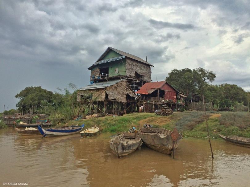Kampong Phluk, le case sulla riva. Cabiria Magni