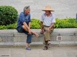 Chiacchiere tra anziani nello Yunnan. Cabiria Magni