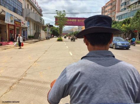 Mezzi di trasporto a Jianshui, Yunnan. Cabiria Magni
