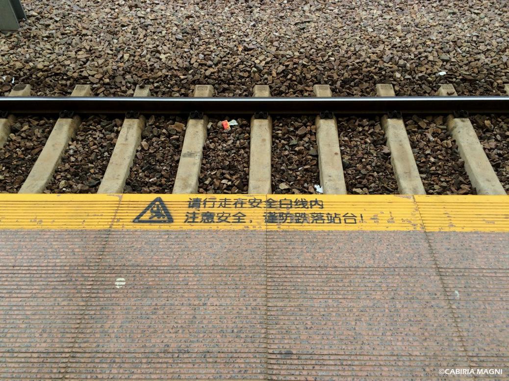 La stazione dei treni di Jianshui, binario. Cabiria Magni