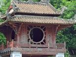 Tempio della Letteratura, dettaglio. Cabiria Magni, Vietnam