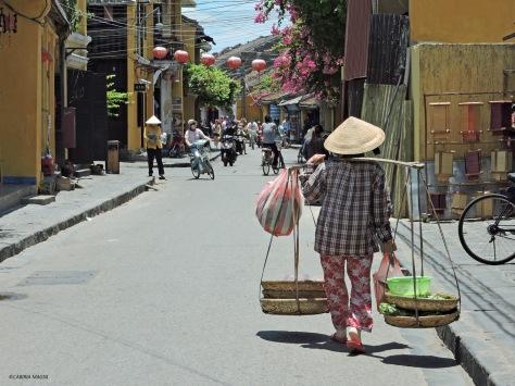 Per le strade di Hoi An. Cabiria Magni, Vietnam