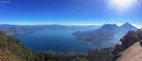 Il lago Atitlan dalla cima del vulcano San Pedro, Guatemala