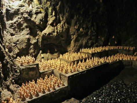 Tempio Hase-dera, la grotta. Kamakura, Giappone, Cabiria Magni