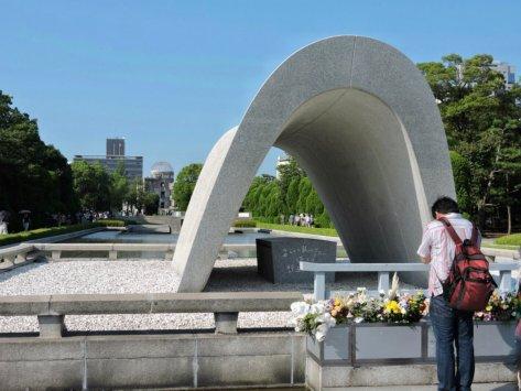 Cenotafio del memoriale per le vittime della bomba. Hiroshima, Cabiria Magni