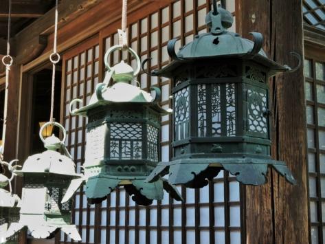 Lanterne di bronzo al Kasuga Taisha, Nara. Cabiria Magni, Giappone