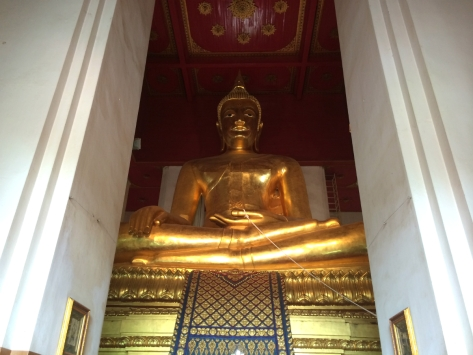 Ayutthaya - Viharn Phra Mongkol Bopit. Buddha gigante. Cabiria Magni, Thailandia